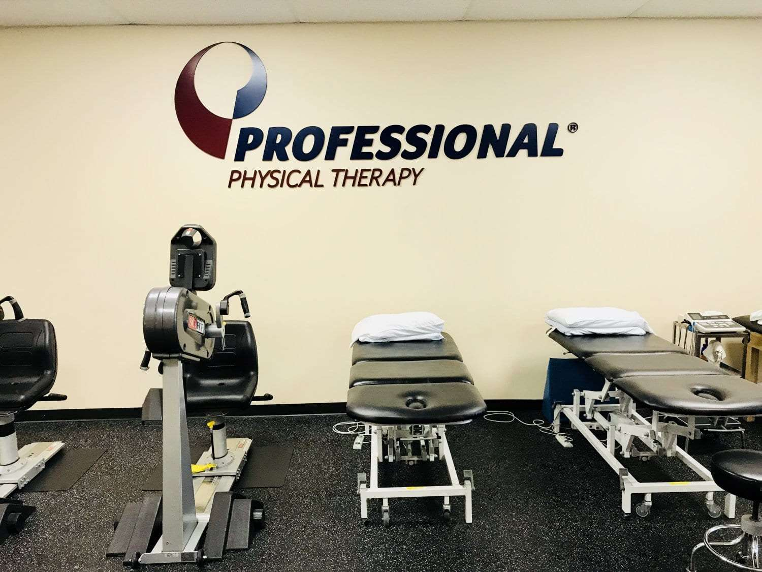 Here is an image of the beds and equipment at our Wayne, New Jersey physical therapy clinic.