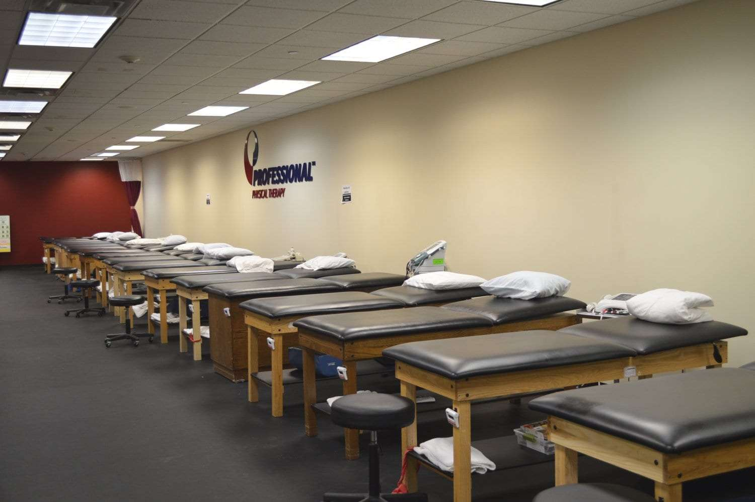 This is an image of many beds located at our physical therapy clinic in Garden City, New York.