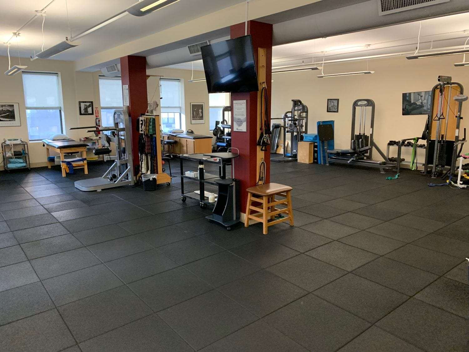 An image of the entire physical therapy clinic room at our location in Manhattan, NYC at Upper East Side on 87th st.