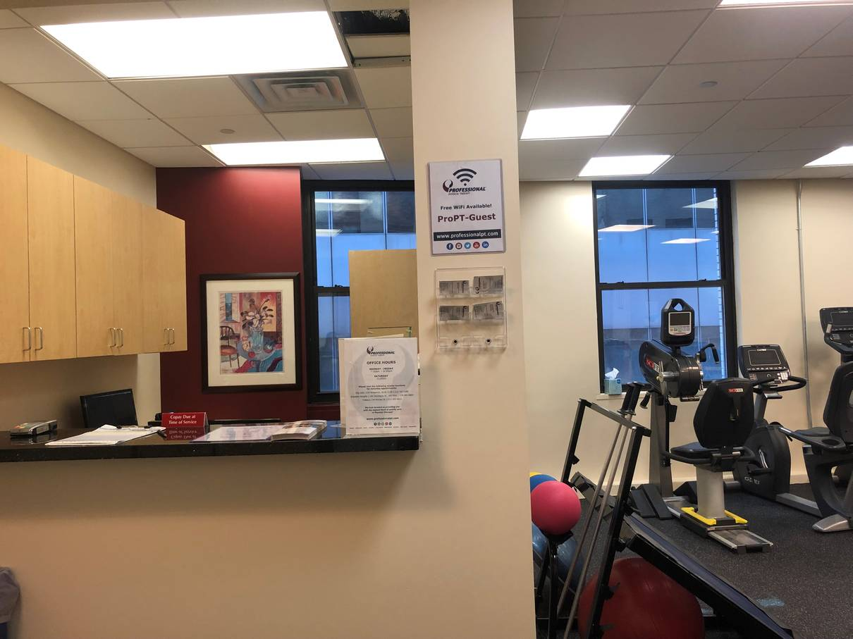 An image of the front desk at our physical therapy clinic in lower Manhattan, New York City at Broadstreet.