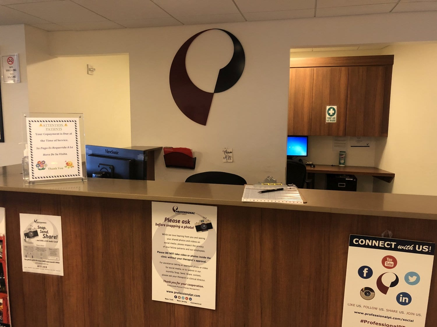 An image of the front desk at our physical therapy clinic in lower Manhattan, New York City at Brookfield.