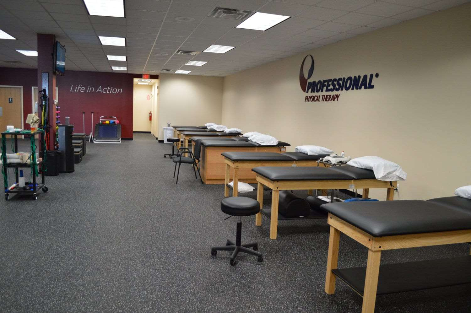 Here is a photo of seven stretch beds at our physical therapy clinic in Baldwin, New York.