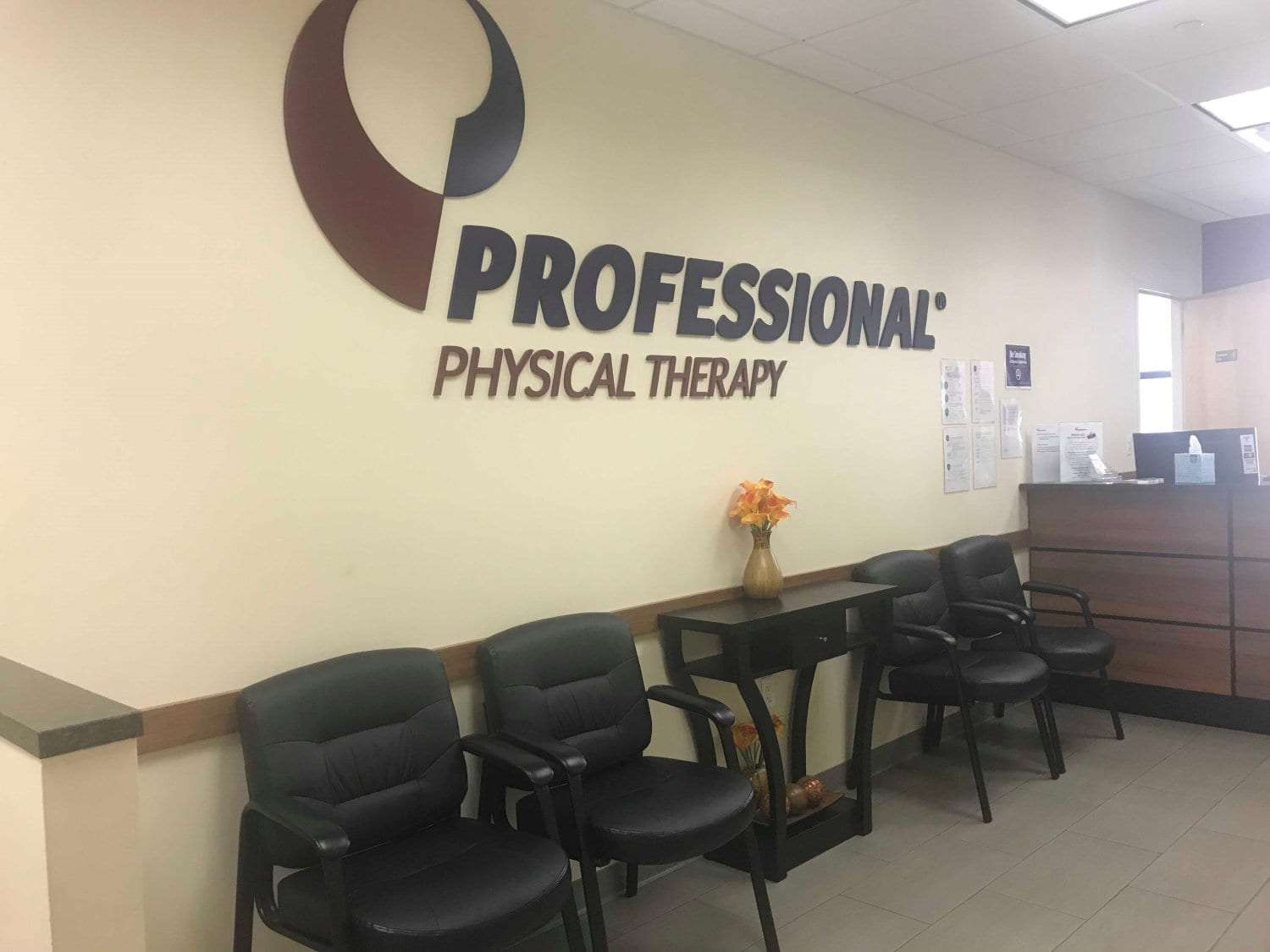 Here is an image of the waiting area in our physical therapy clinic in East Murray Hill, Manhattan, New York.