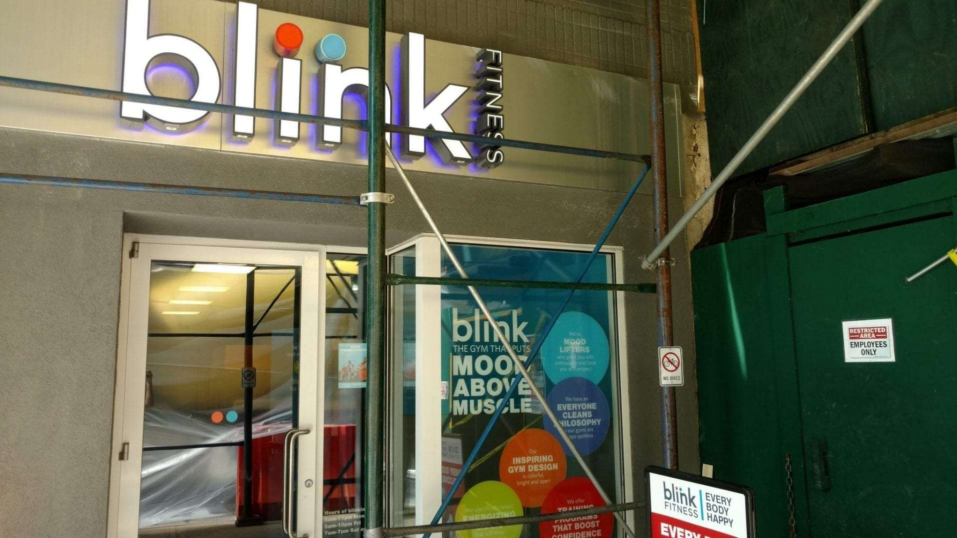 Here is the front entrance to our physical therapy clinic in Manhattan midtown east at Sutton Place.