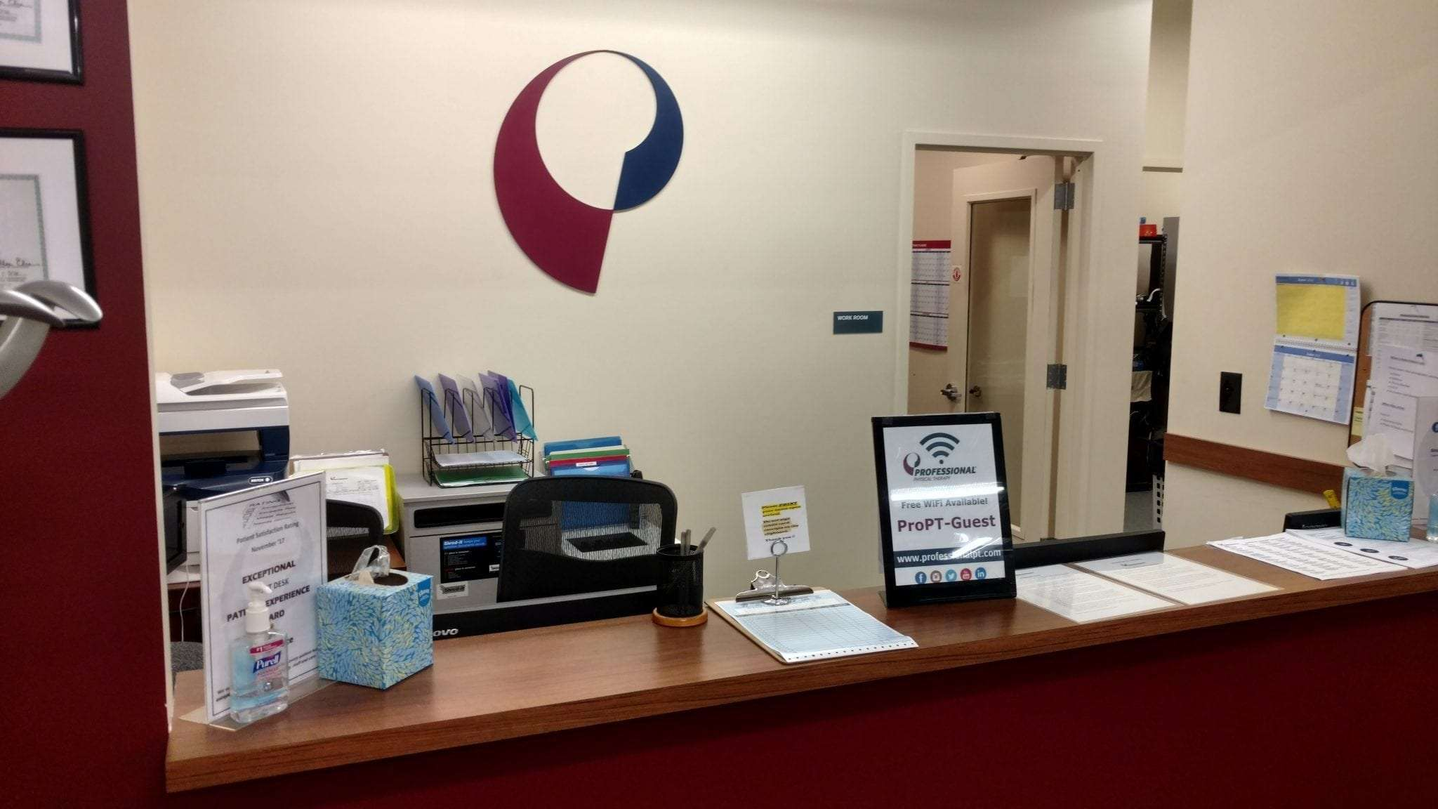 Here is the front desk at our physical therapy clinic in Manhattan midtown east at Sutton Place.