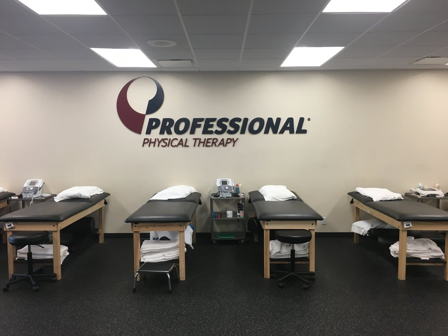 An image of four stretch beds along the wall in at training room at our physical therapy clinic in Katonah, New York.