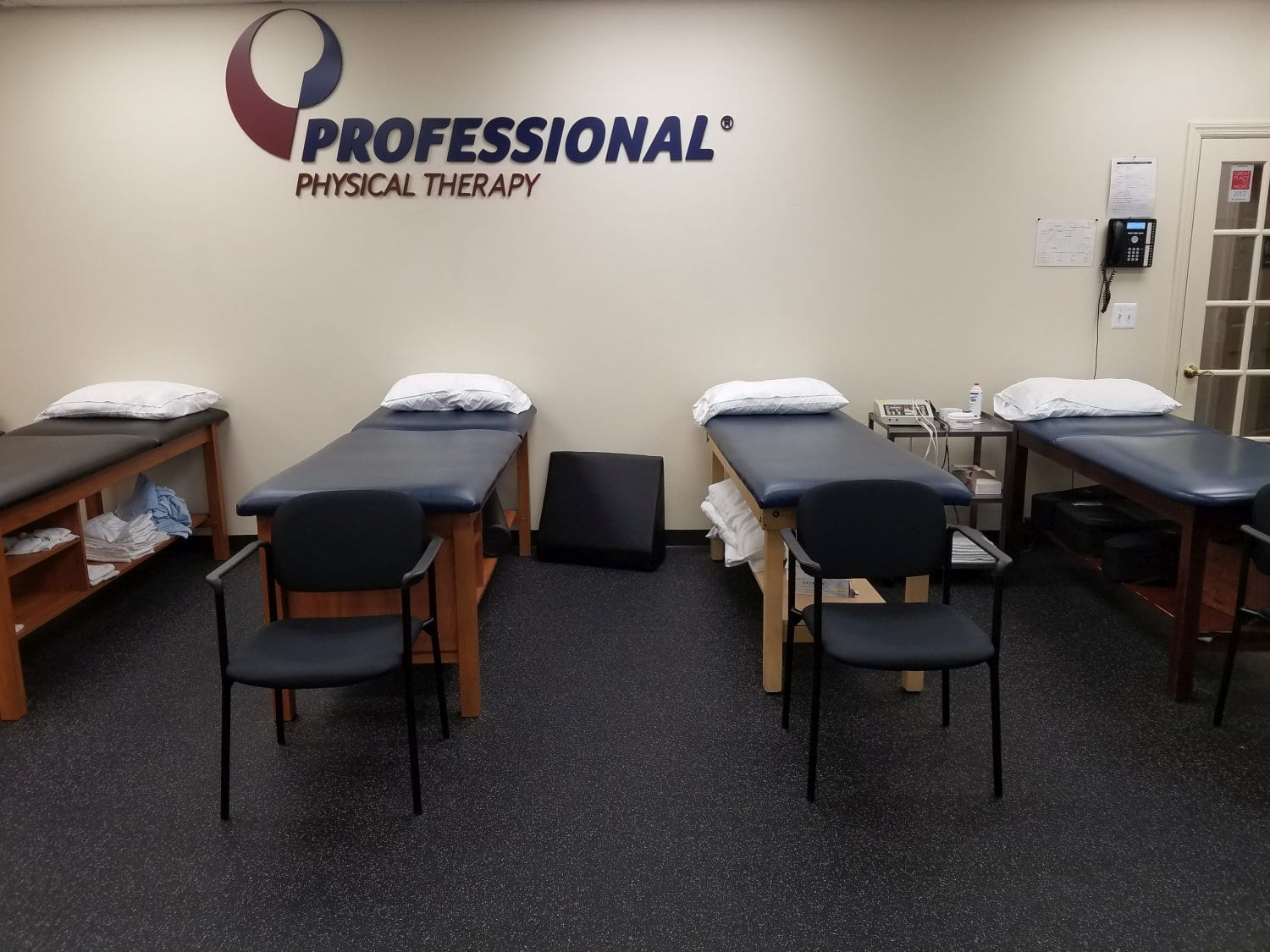 This is a photo of our clean beds at our physical therapy clinic in Rutherford, New Jersey.