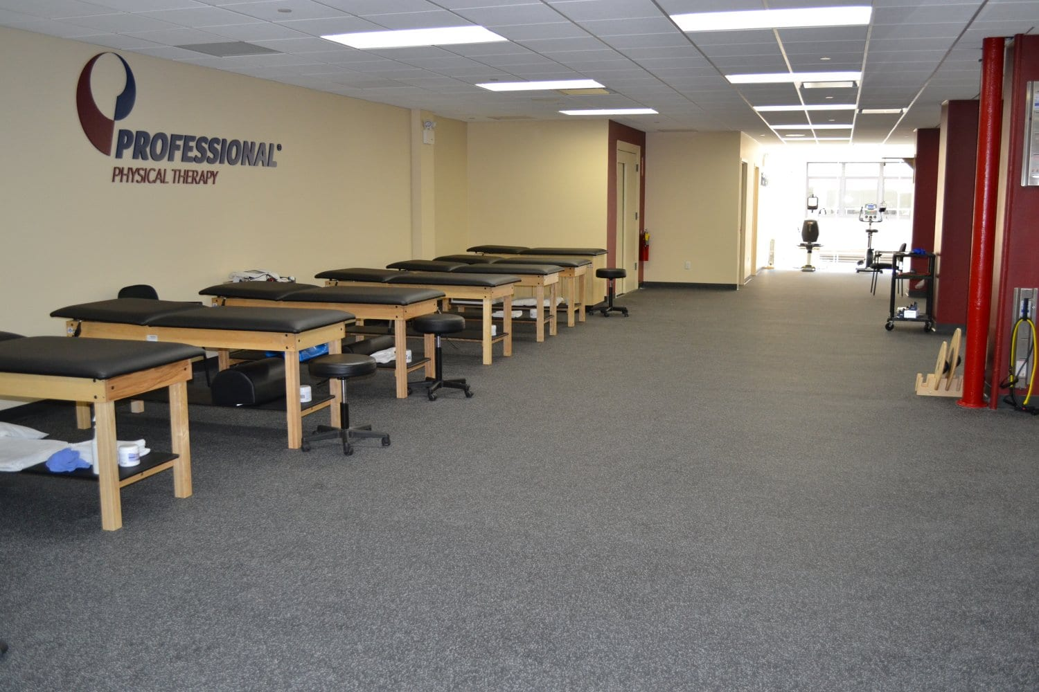 Here is a photo of our clean training room at our physical therapy clinic in Gramercy, New York City. The facility is located in lower Manhattan.