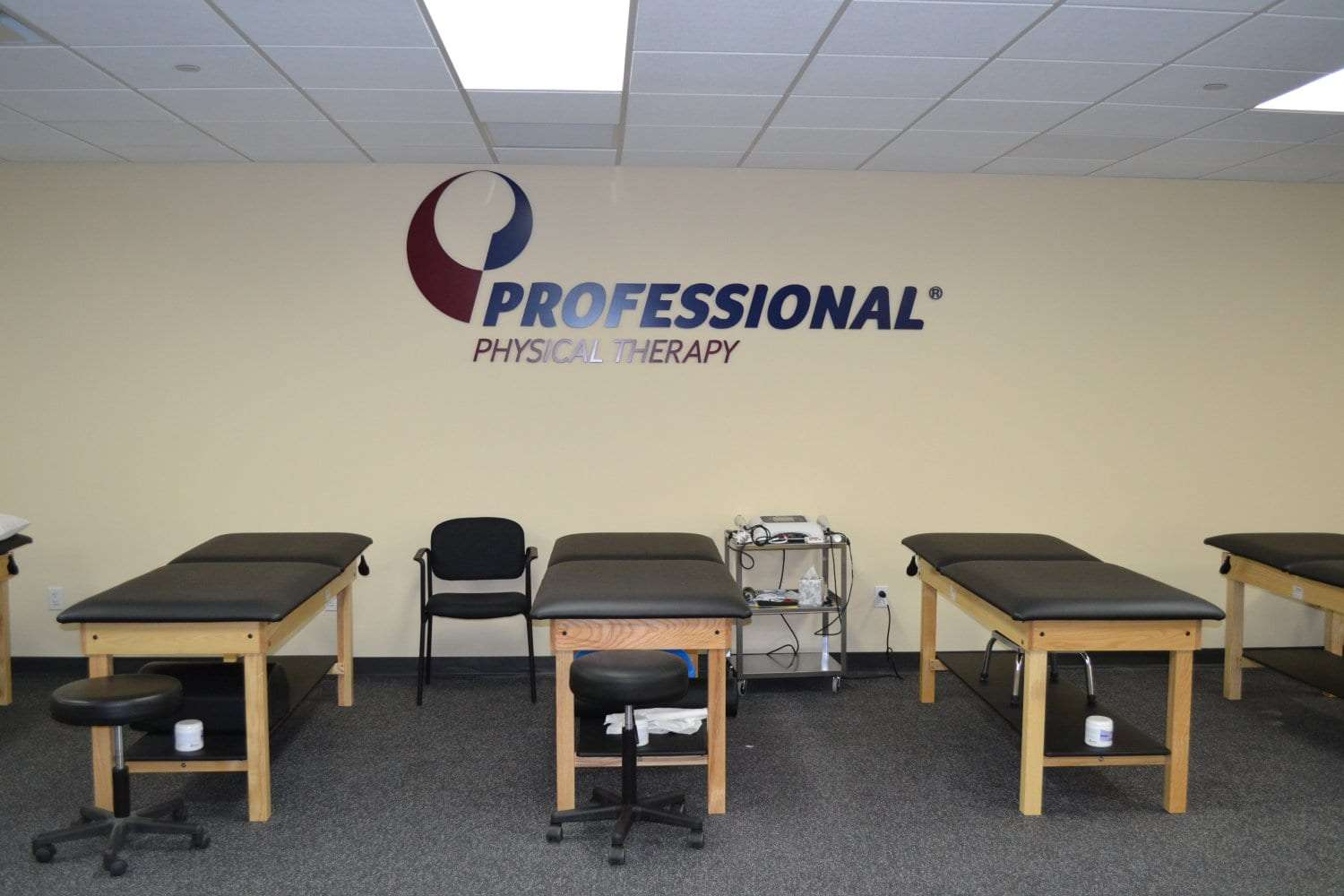 Here is a photo of four stretch beds at our physical therapy clinic in Gramercy, New York City. The facility is in lower Manhattan.