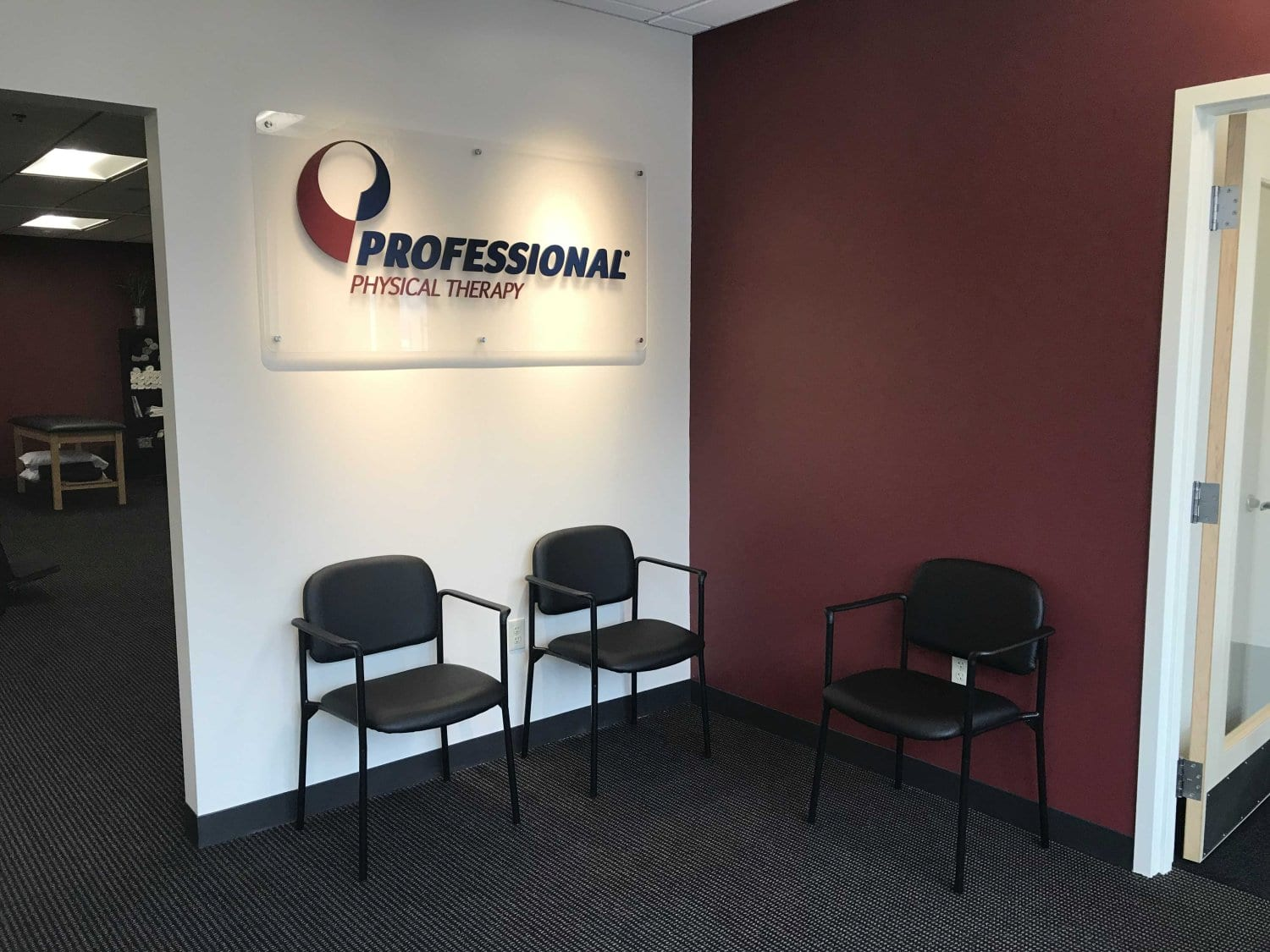 An image of the waiting area at our physical therapy clinic in Newton, Massachusetts.
