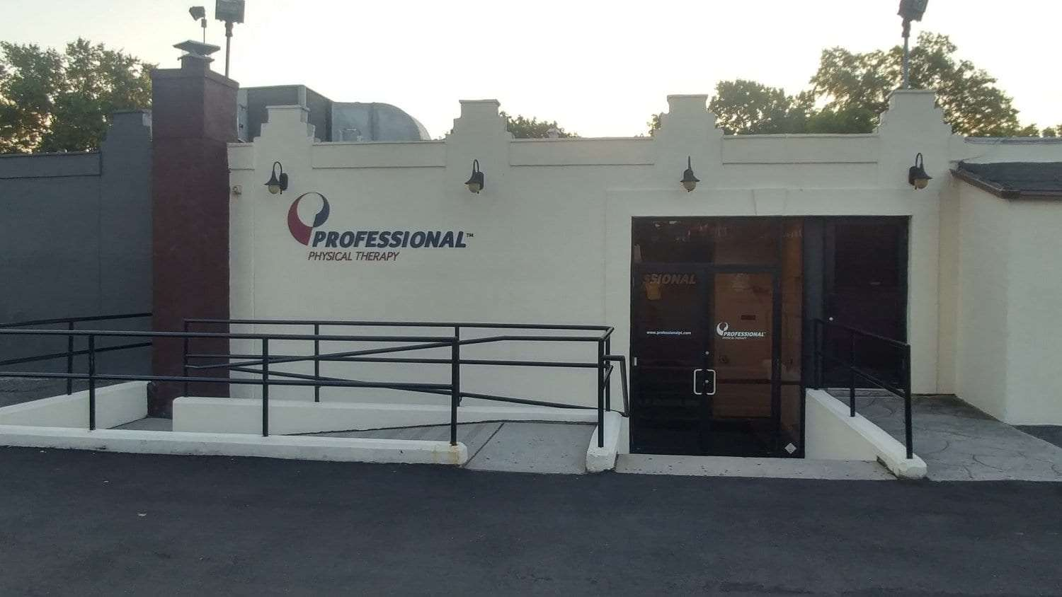 An image of the exterior of our physical therapy clinic in Bayside Whitestone, New York.