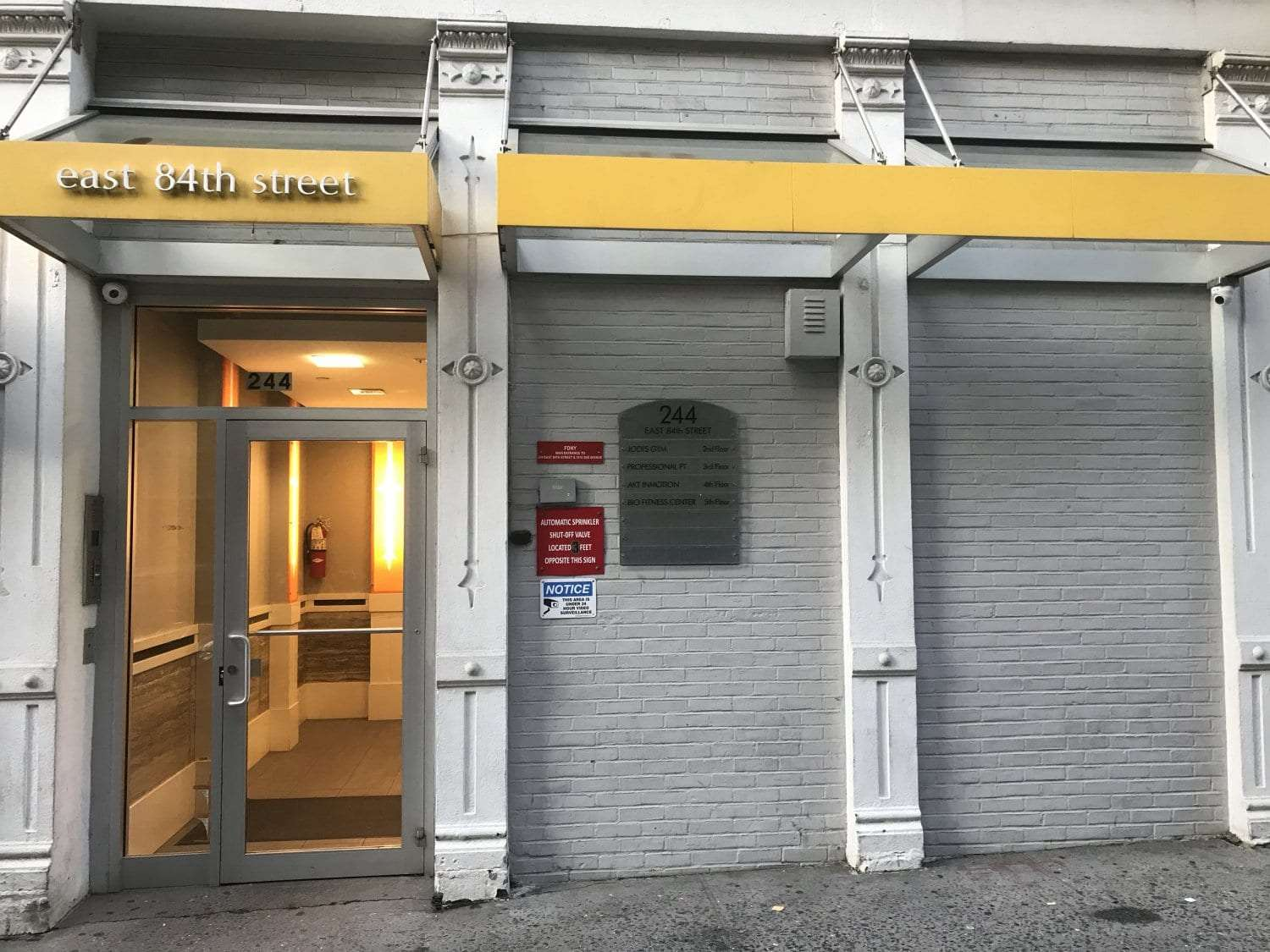 An image of the exterior of our physical therapy clinic in Manhattan at Upper East Side on 84th st.