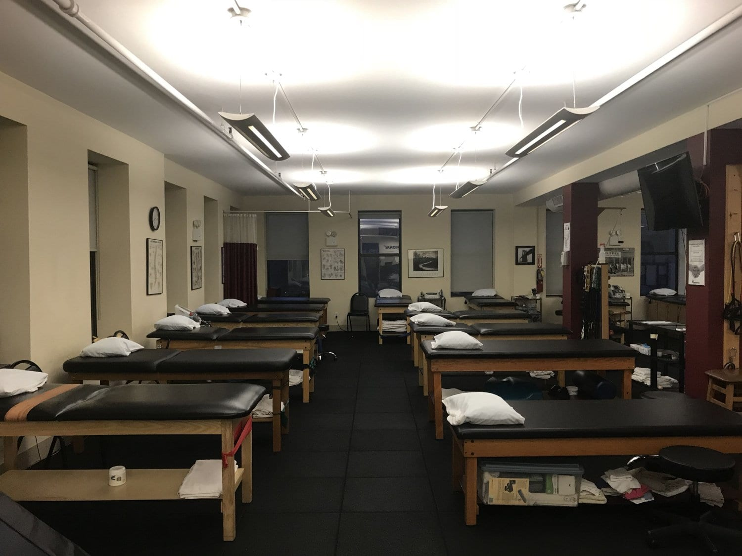 An image of twelve stretch beds at our physical therapy clinic in Manhattan at Upper East Side on 84th st.