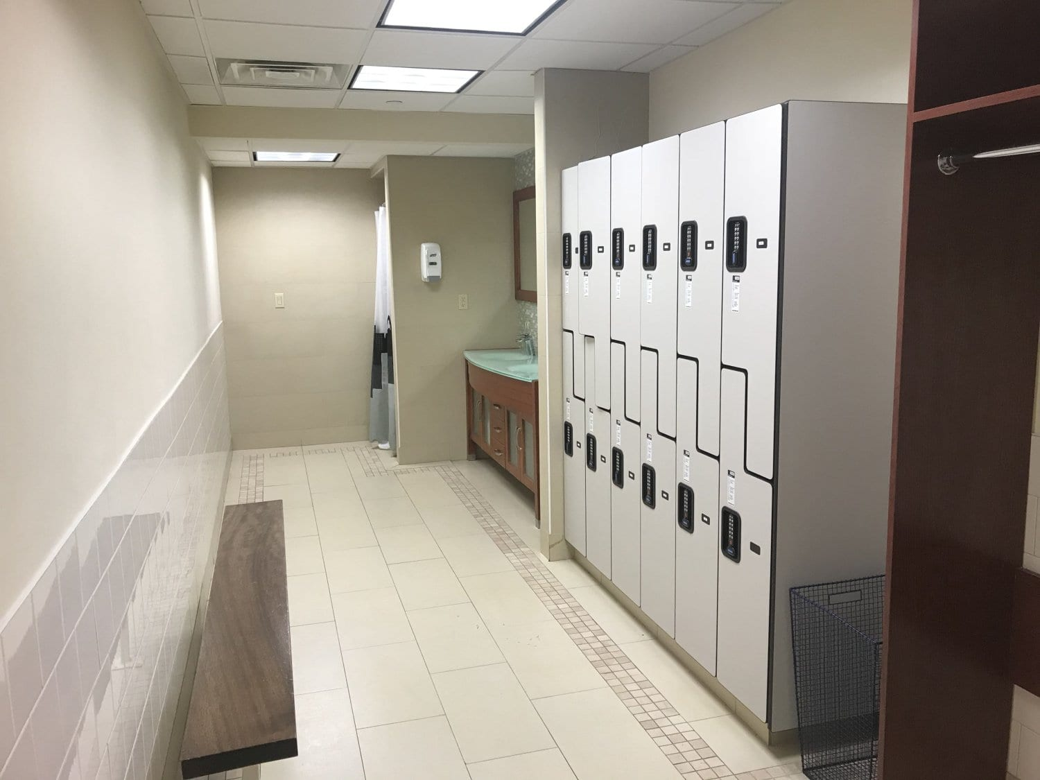 An image of the locker room at our physical therapy clinic in Manhattan, New York City on Upper East Side at 84th st.