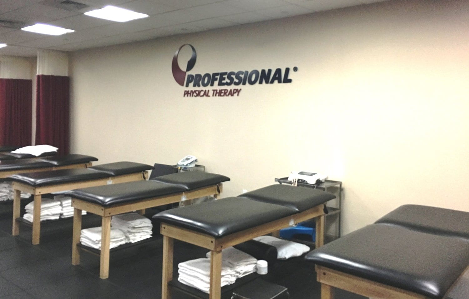 An image of stretch beds used for physical therapy at our clinic in Manhattan, New York City at Midtown East on Fifth Avenue.