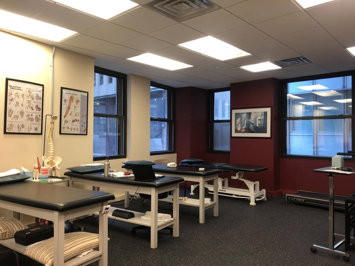 An image of exercise beds at our physical therapy clinic in lower Manhattan, NYC at Broadstreet.