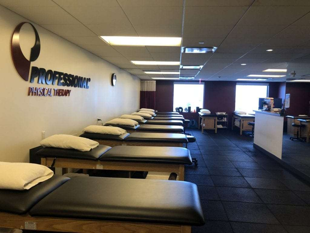 An image of stretch beds used for physical therapy at our clinic in lower Manhattan, New York City in Brookfield.