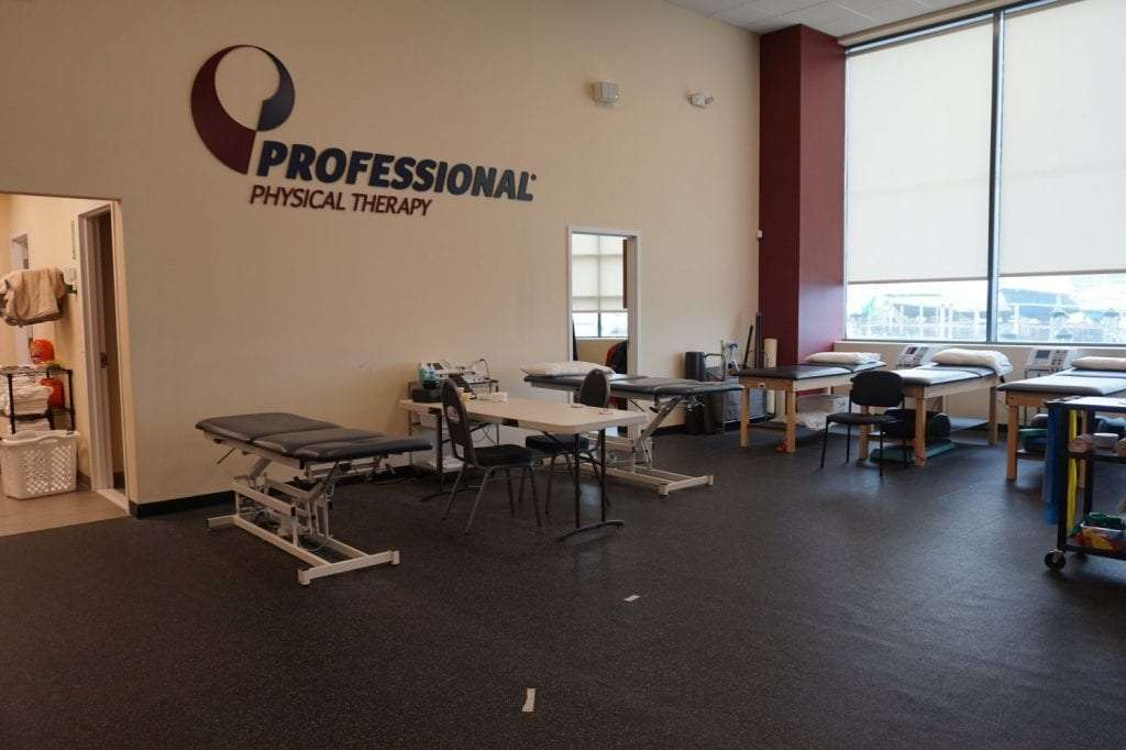 Here is a photo of a large room with stretch beds at our physical therapy clinic in Copiague, New York.