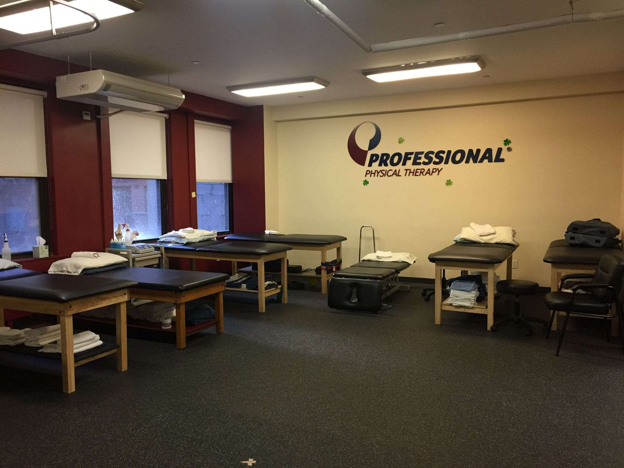 An image of stretch beds at our clean physical therapy clinic in Manhattan, New York City at Upper East Side on 87th st.