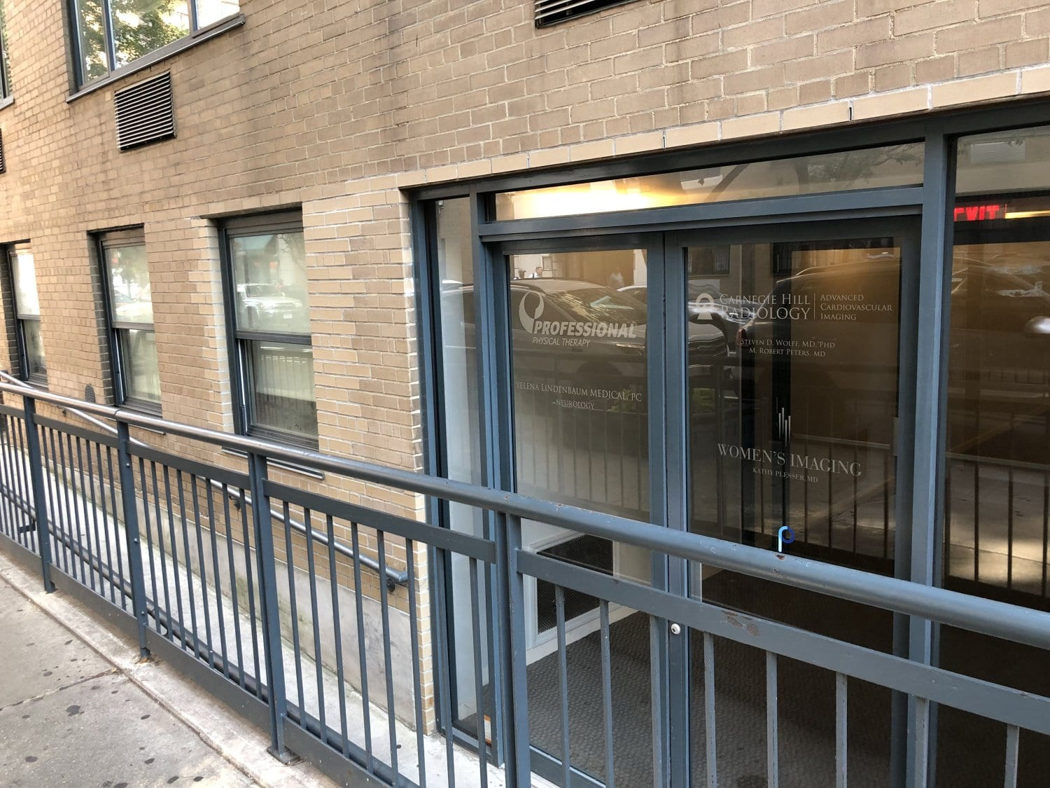 An image of the entrance to our physical therapy clinic in Manhattan, New York City at upper east side on 77th st.