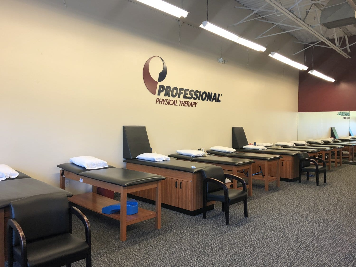 This is an image of our stretch beds at the physical therapy clinic in River Edge, New Jersey.
