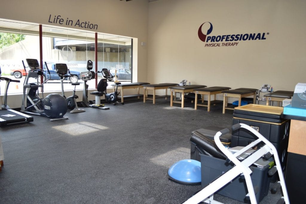 An image of the interior of our physical therapy clinic in Hicksville, New York. There are six stretch beds and a treadmill in this photo.