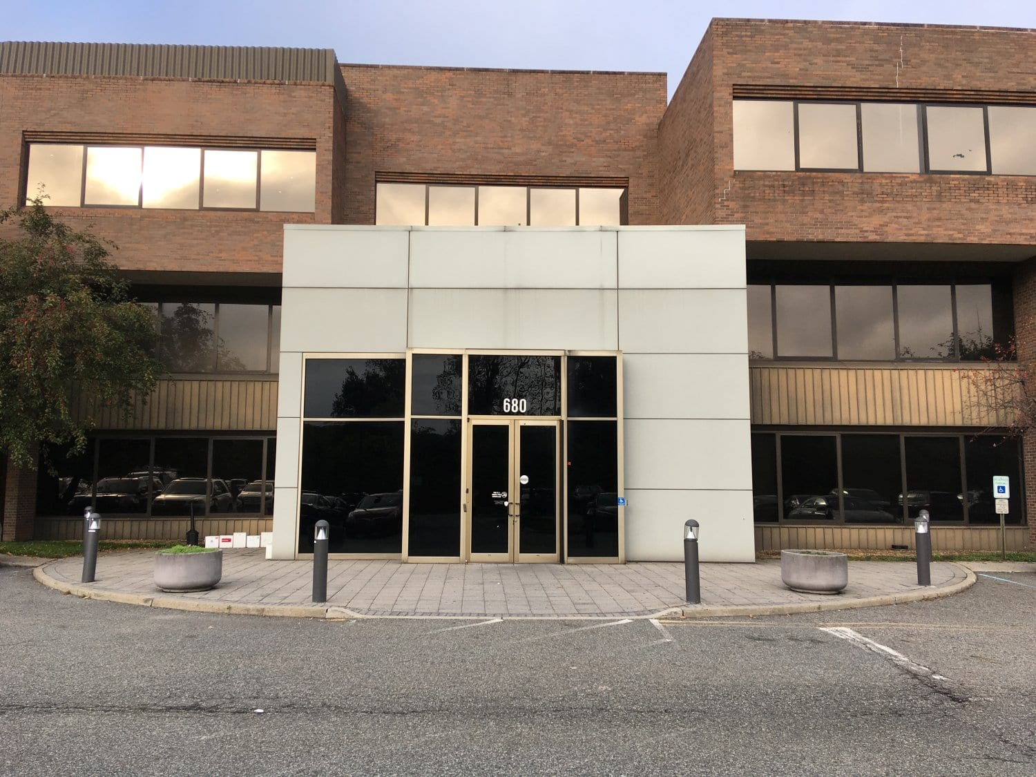 A photo of the front of the building our physical therapy clinic in Oradell, New Jersey is in.