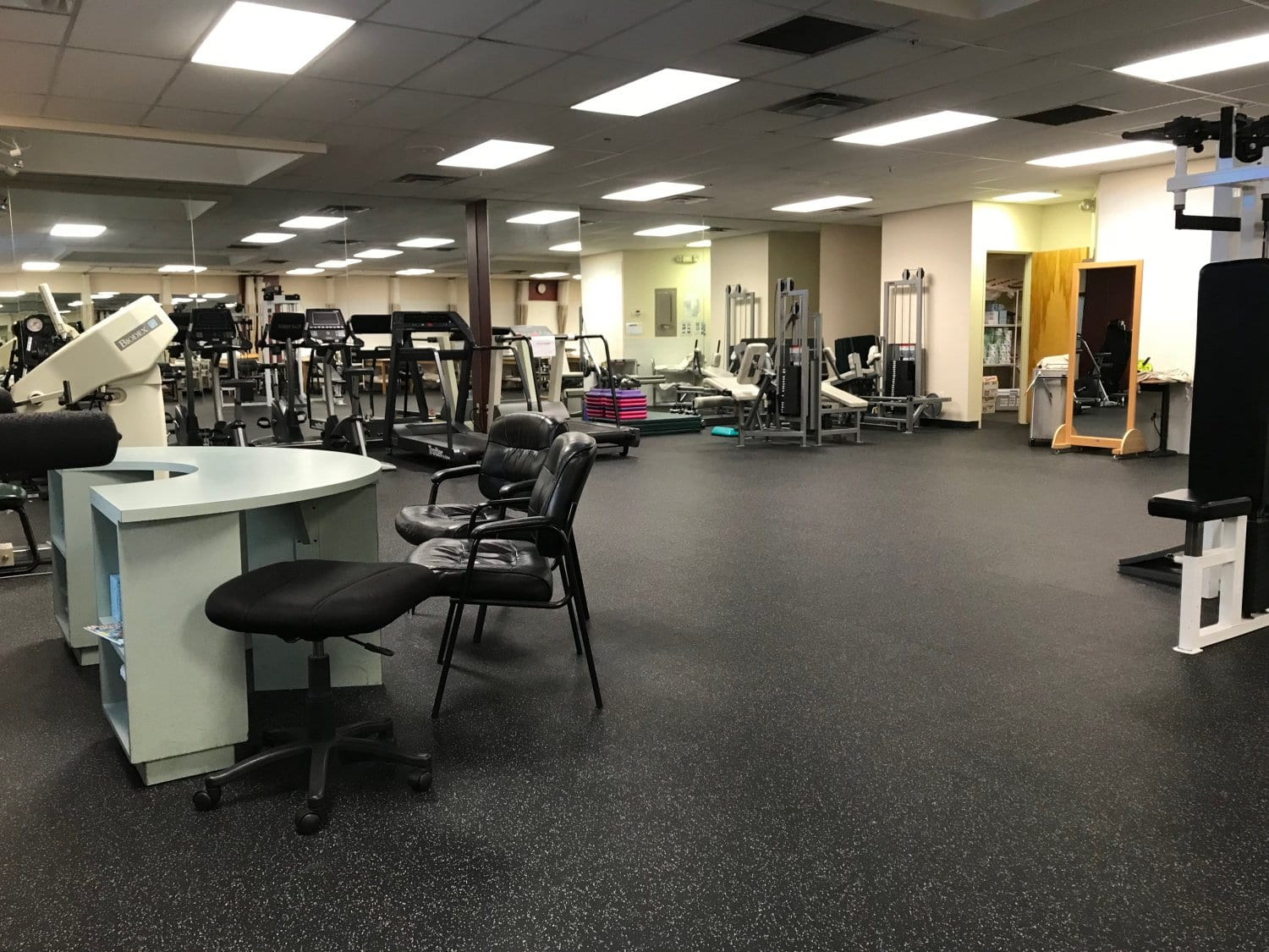 An image of our well maintained physical therapy clinic in Cliffside Park, New Jersey.