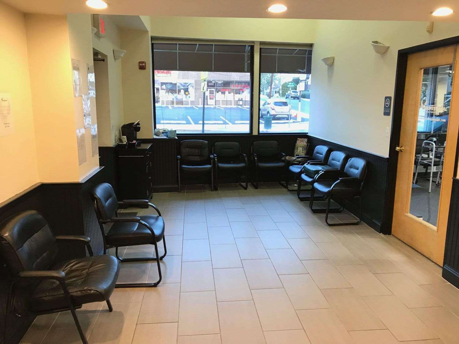 An image of the patient waiting area at our physical therapy clinic in Cliffside Park, New Jersey.