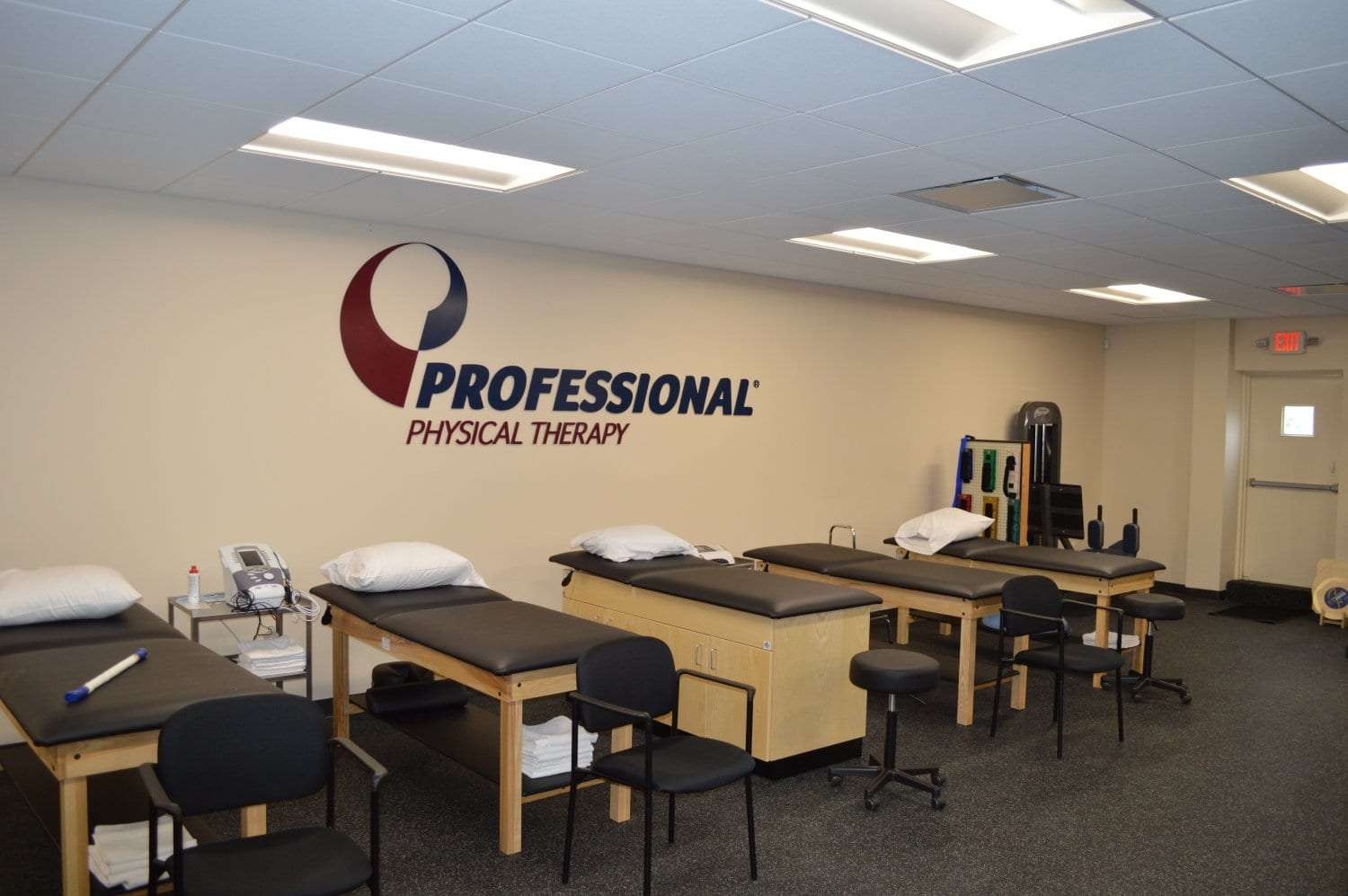 This is an image of stretch beds along a wall at our physical therapy clinic in Franklin Square, New York.