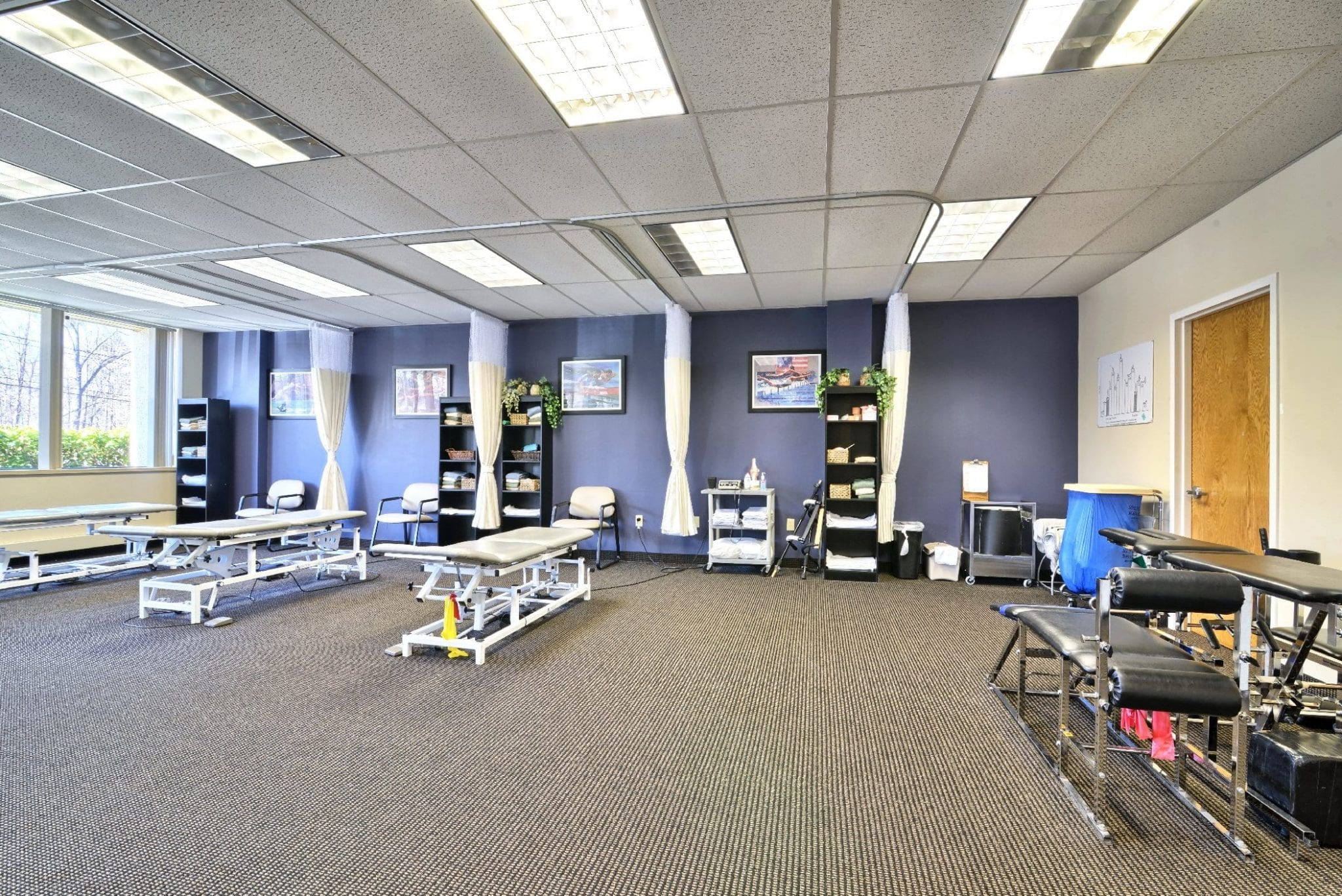 An image of five stretch beds at our physical therapy clinic in Farmington, Connecticut.