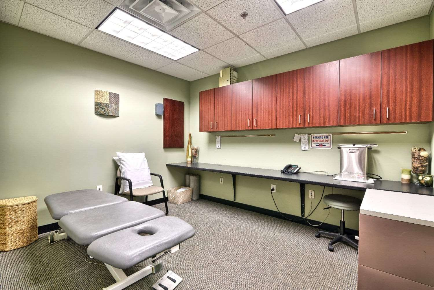 An image of the interior of a patient room at our physical therapy clinic in Woburn, Massachusetts.