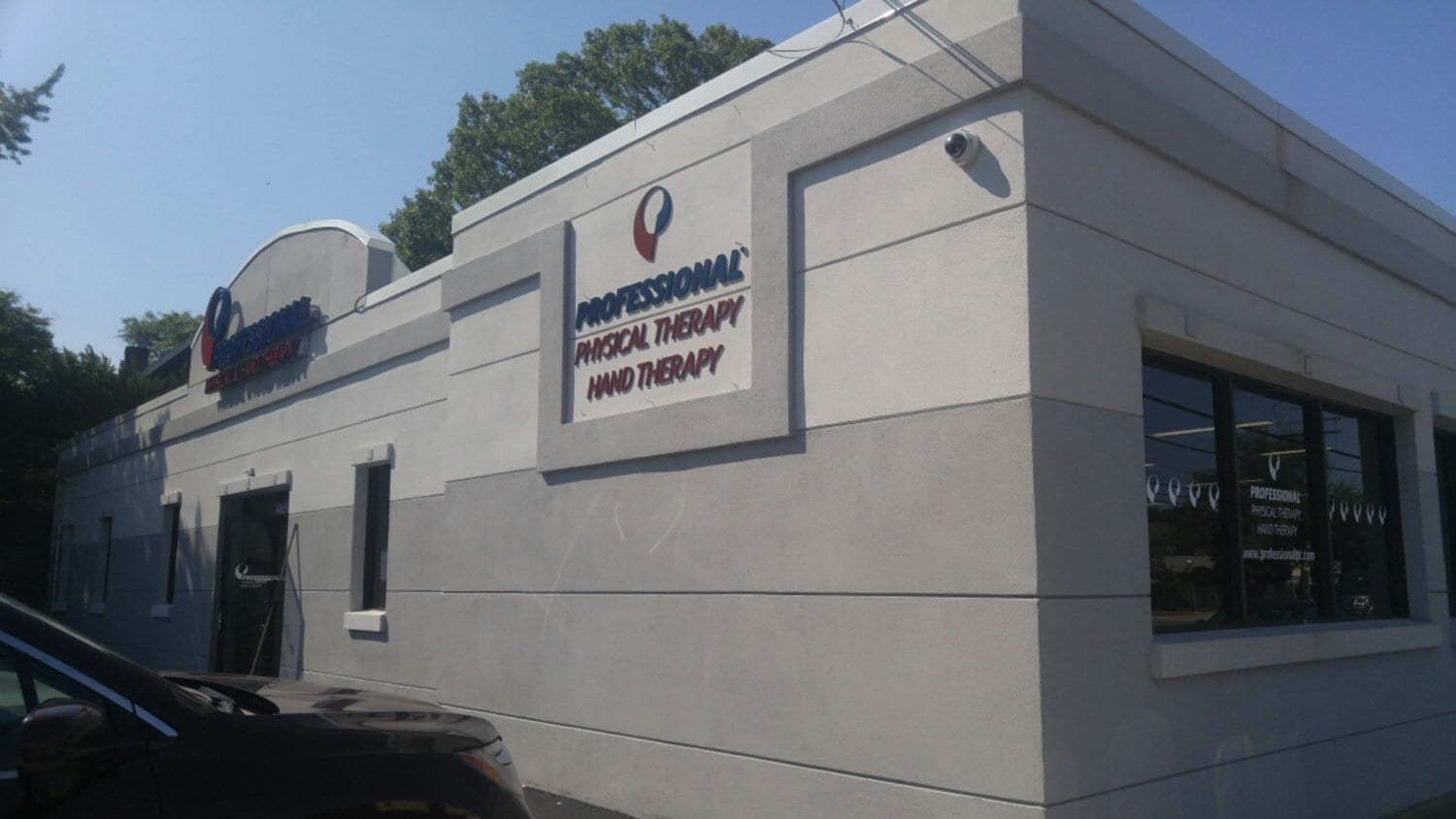 An image of the exterior of our physical & hand therapy clinic in Hewlett, New York.