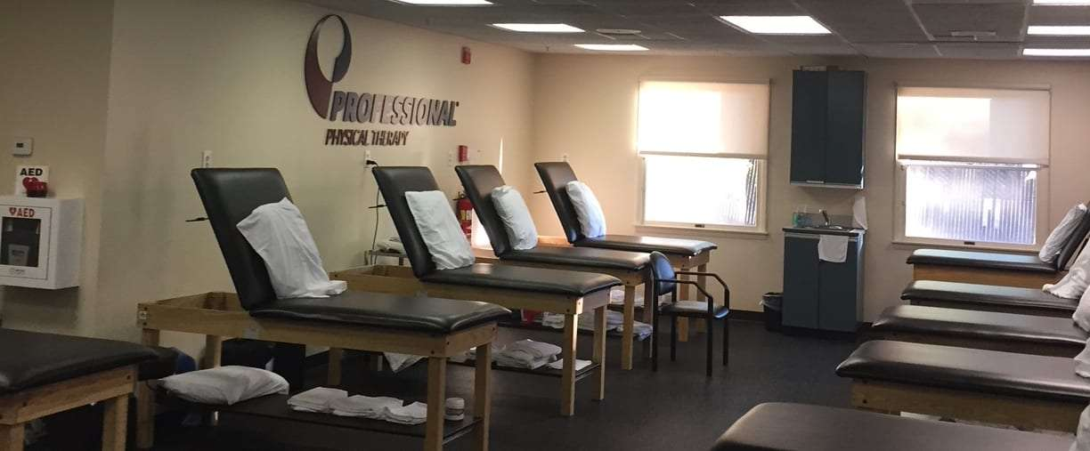 Emerson, New Jersey professional physical therapy clinic stretching tables.