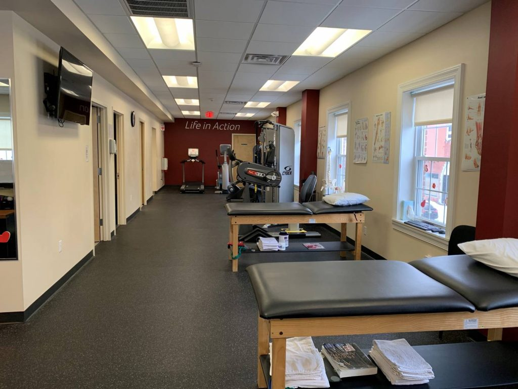 Image of the PT floor and clean stretch beds at our Westfield, NJ physical therapy clinic.