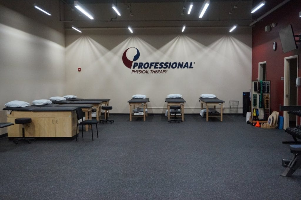 This is a wide shot of the stretch beds at our West Islip physical therapy clinic in New York.